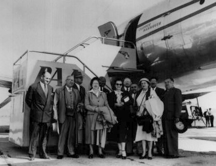 1950s Group of customers posie by a Pan Am aircraft in Vienna, Austria.