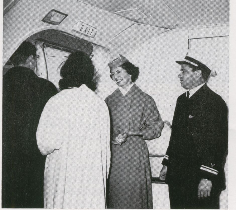 1959 Customers exiting a Pan Am Boeing 707 while crew members look on.