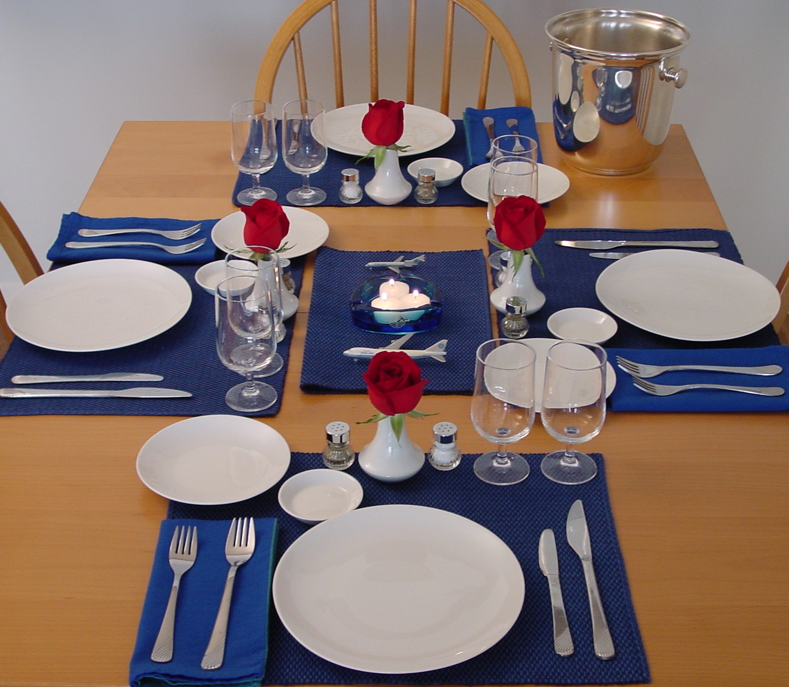 Pan Am Dinner Table: simple table setting for lunch